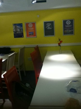 YHA London Central: Dinning room in Self-Catering area