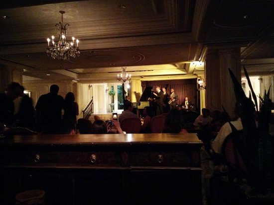 Courtyard New Orleans Downtown/Iberville: Davenport Lounge. The best entertainment we found in NOLA