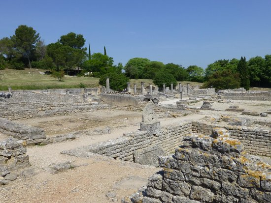 les antiques at glanum picture of site archeologique de glanum saint remy de provence. Black Bedroom Furniture Sets. Home Design Ideas