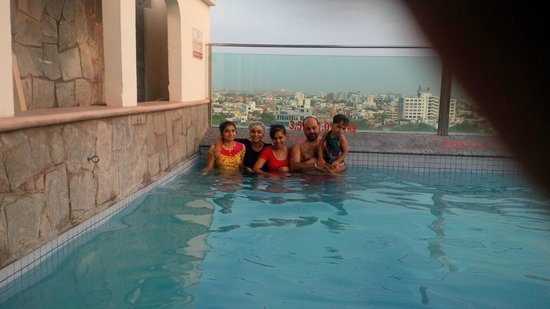 Country Inn & Suites By Carlson, Jaipur: Lalit family in hotel pool