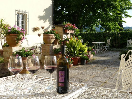 Wine in the courtyard at Il Vicario