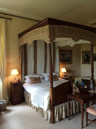 Beautiful Bedroom Comfortable And Romantic Four Poster