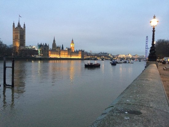 Park Plaza Riverbank London: View of the enabankment