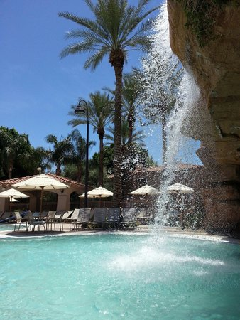 Sheraton Desert Oasis: The pool is fantastic. Get a yummy smoothie for $5, and super delish onion rings for $4. Excelle