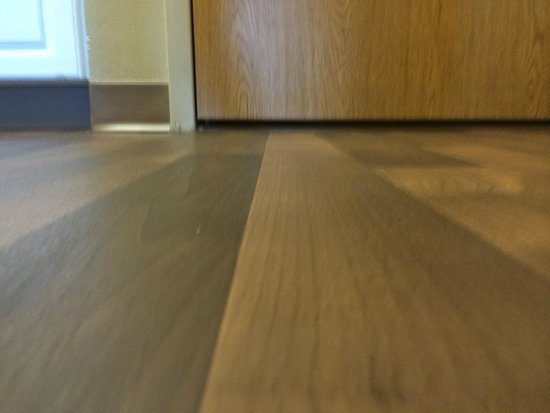 Extended Stay America - Boston - Waltham - 32 4th Ave.: LARGE DOOR GAP - ALLOWS SOUND, SMOKE AND ODORS