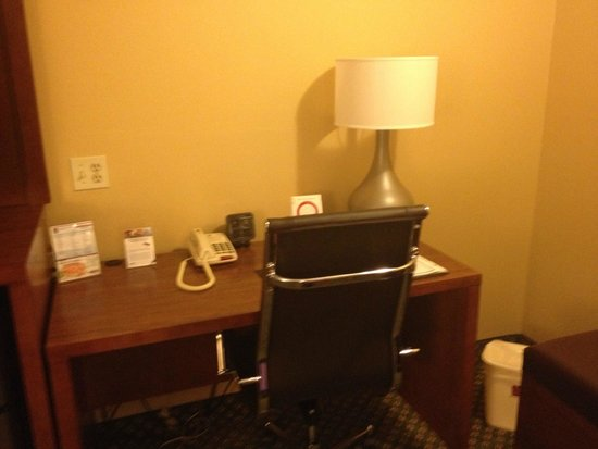 Comfort Suites Oakbrook Terrace: Workspace