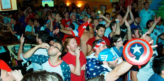 Harp And Celt Irish Pub and Restaurant: World Cup Brasil USA vs Ghana - USA Fans
