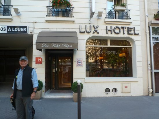 hotel from the outside picture of lux hotel picpus paris tripadvisor. Black Bedroom Furniture Sets. Home Design Ideas