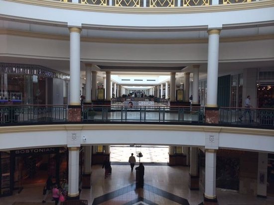 King of Prussia Mall Hours – Additional Details