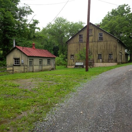 Creek Crossing Farm: Old buildings with history - working farm