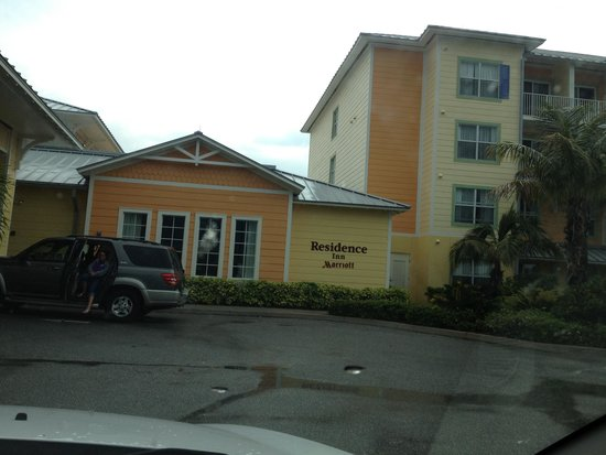 Residence Inn Cape Canaveral Cocoa Beach: Do lado de fora do hotel