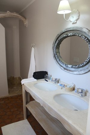 Salle de bain avec douche italienne picture of hotel s 39 astore porto rotondo tripadvisor for Photo douche italienne