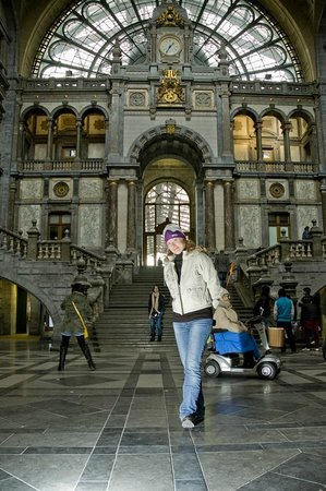 Bahnhof Antwerpen-Centraal: Palace!! Not the railway station at all!