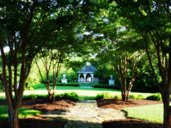 Nesselrod Bed and Breakfast: Perfect spot for a wedding!