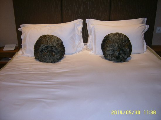 Hotel Fort Canning: King size bed