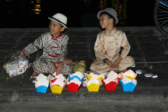 Hoi An Ancient Town: 'lucky' floating candles for sale