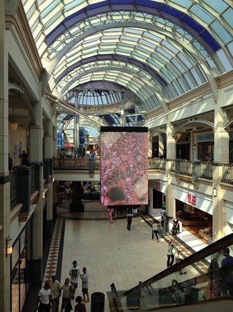 As the largest shopping mall in the United States, the King of Prussia Mall in Pennsylvania gets a lot of visitors. This mall is anchored by Bloomingdale's, Nordstrom, Neiman Marcus, Lord & Taylor, and other upscale department stores.