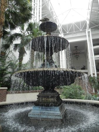Opryland Hotel Gardens: one of many fountains throughout the gardens