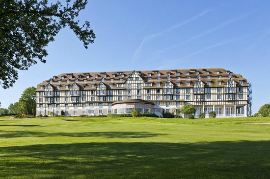 Vue ext rieure de l 39 h tel picture of le lassay for Hotels deauville