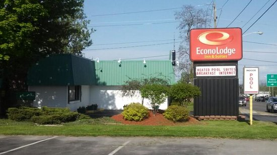 ‪Econo Lodge Inn & Suites - Plattsburgh‬