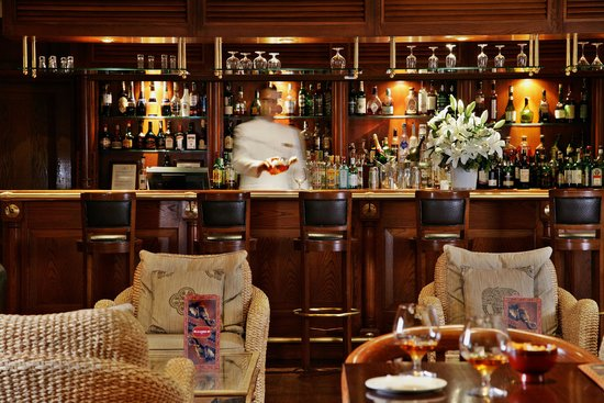 InterContinental Lisbon: Enjoy a glass of wine in our bar