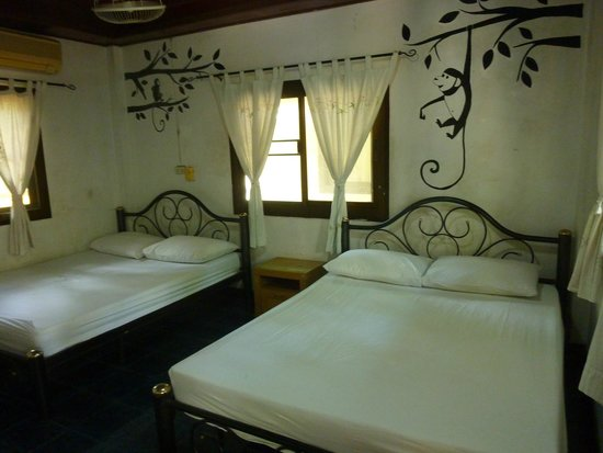 Buddha View Dive Resort: Twin room/bungalow with fan
