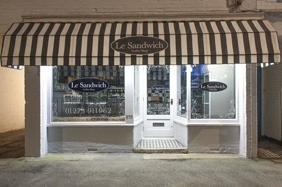 Hove, UK: Le Sandwich at night !!
