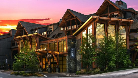 Hotels Near Canmore