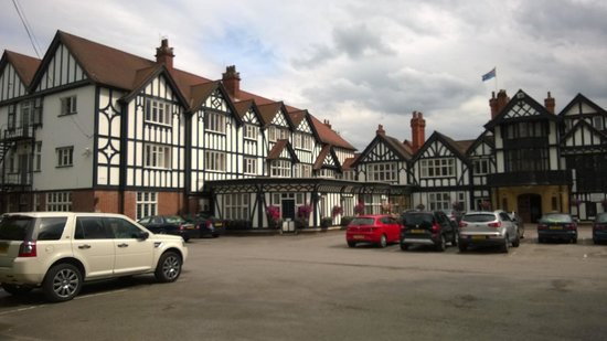 The petwood front entrance picture of petwood hotel woodhall spa