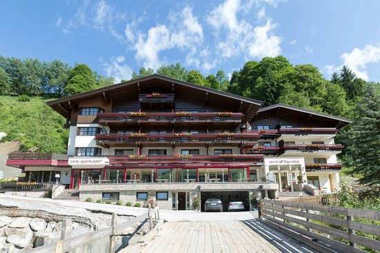 Photo of Hotel Alpenblick Saalbach