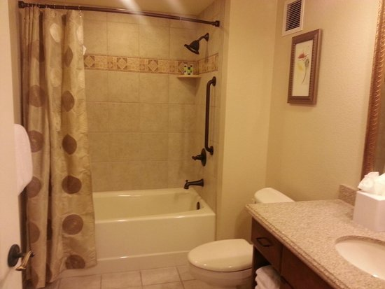 Marriott's Grand Chateau: 1 of the 3 bathrooms