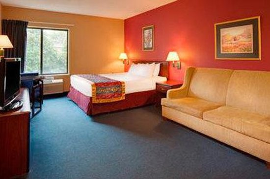 Baymont Inn & Suites Iowa City / Coralville