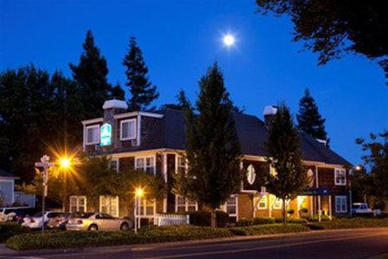 Photo of BEST WESTERN PLUS Elm House Inn Napa