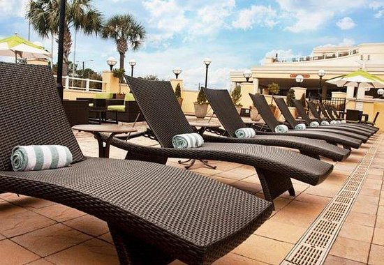 Outdoor Pool Lounge Chairs Picture of Charleston Marriott Charleston Tri