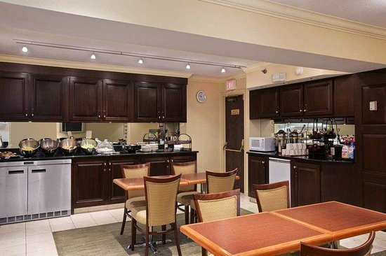 Executive lounge picture of doubletree cleveland east beachwood
