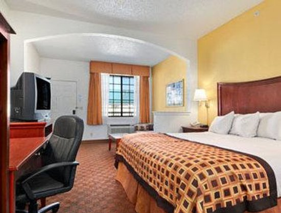 Baymont Inn & Suites Fort Worth South