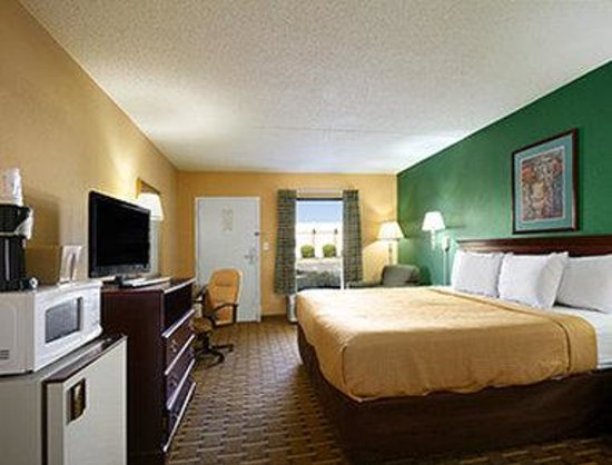 Days Inn & Suites Duncan/Spartanburg