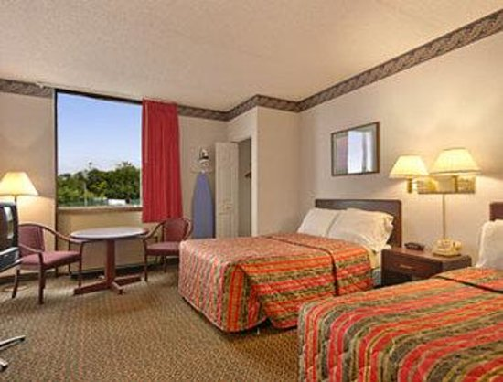 Days Inn Chambersburg: Standard Two Double Bed Room