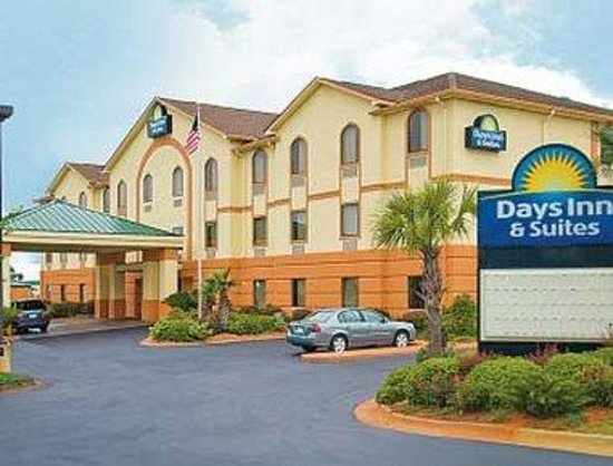Days Inn & Suites Prattville-Montgomery