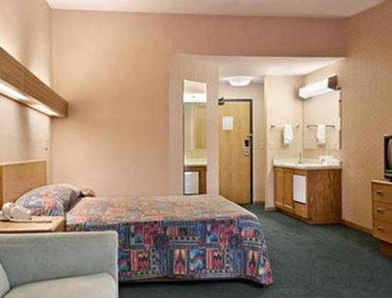 Days Inn And Suites Indianapolis Castleton