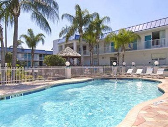Days Inn & Suites Port Richey: Out Door Pool