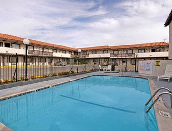 Days Inn Near Six Flags - Magic Mountain