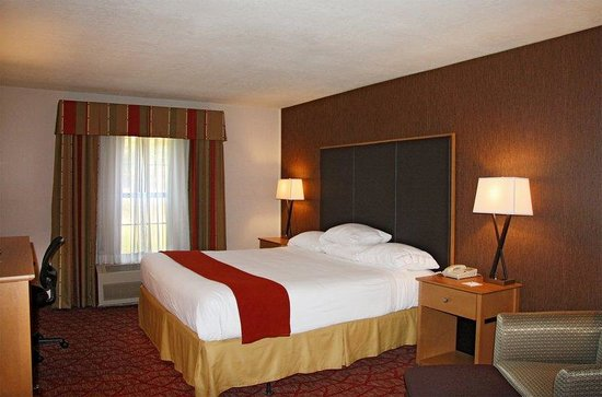 Holiday Inn Express Grants Pass: King Bed Guest Room