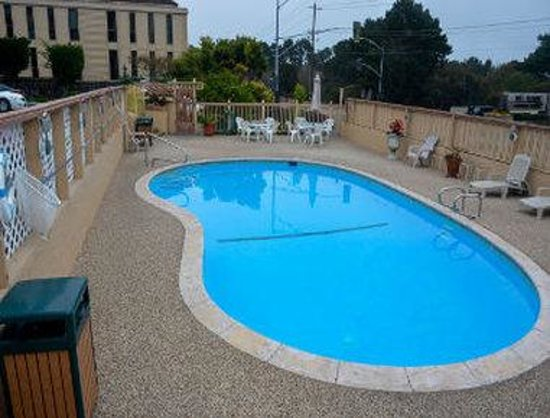 The 30 best monterey ca family hotels kid friendly for Pool show monterey