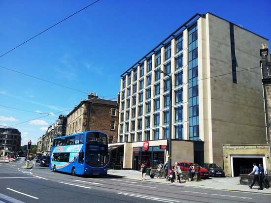 Airport airlink bus at tune hotel picture of tune hotel for 7 clifton terrace haymarket edinburgh eh12 5dr