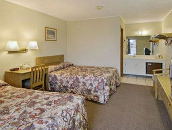 Peterborough Inn & Suites Hotel
