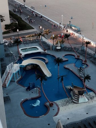 Holiday Inn Hotel & Suites Ocean City: Cool kids pool...  Drawback is that it has the only hot tub and closes at 6 PM :(