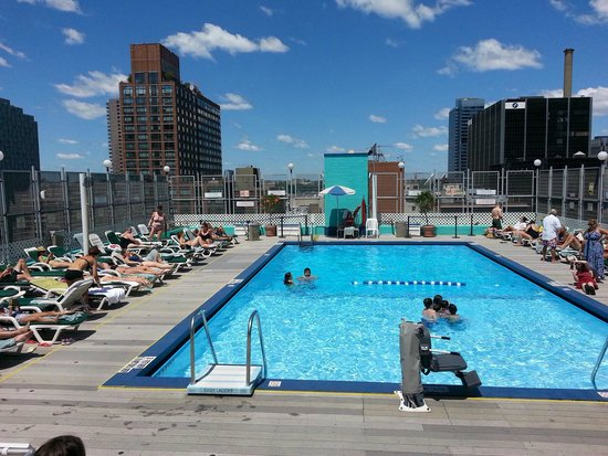 Rooftop Pool Picture Of Holiday Inn Midtown 57th St New York City Tripadvisor