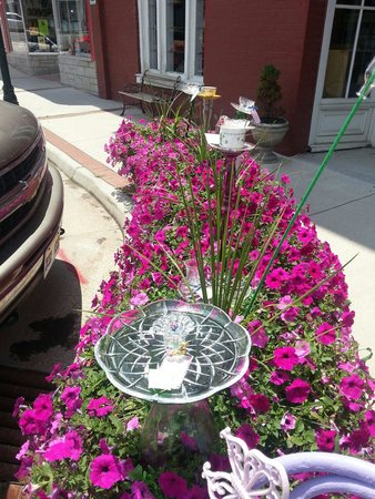 The Cambria Emporium: Bird bath and feeder