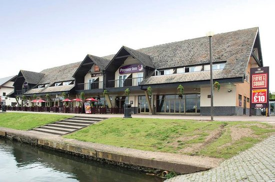 Premier Inn Milton Keynes East (Willen Lake) Hotel